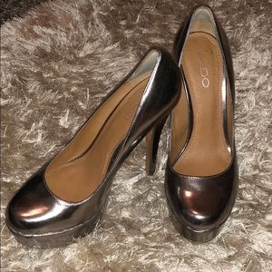 ALDO Pewter Round Toe Pump !!